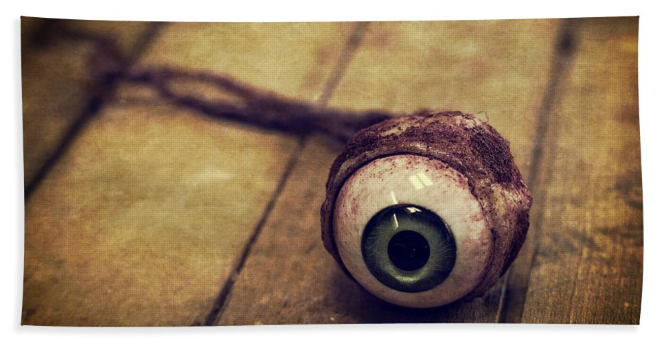 Halloween Bath Towel featuring the photograph Creepy Eyeball by Edward Fielding