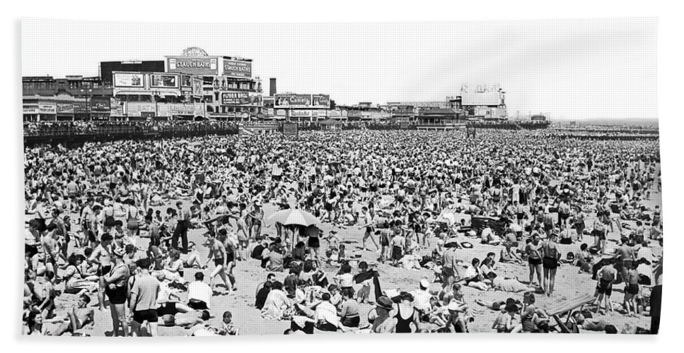 1930s Hand Towel featuring the photograph Crowds At Coney Island Beach by Underwood & Underwood