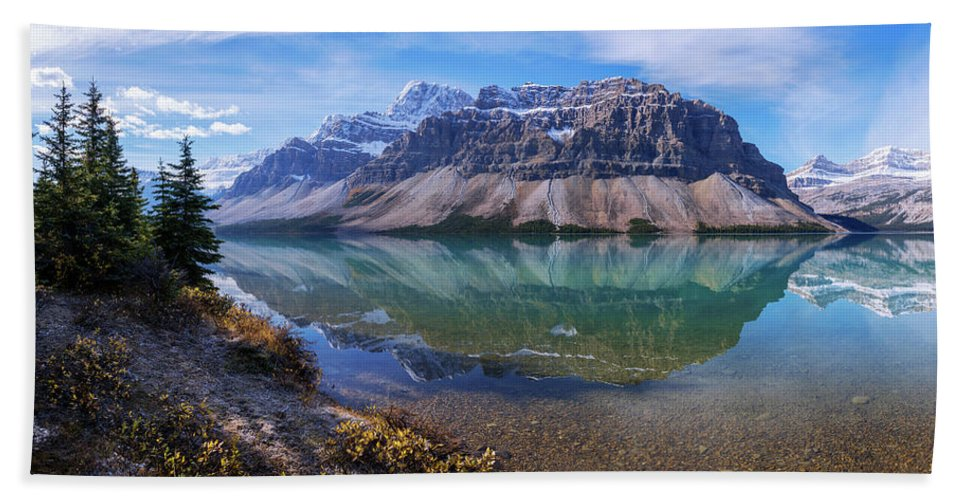 Crowfoot Reflection Bath Towel featuring the photograph Crowfoot Reflection by Chad Dutson