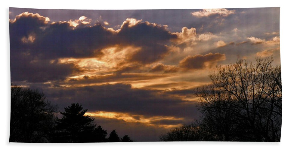 Cloud Bath Towel featuring the photograph Crown Cloud by Albert Stewart