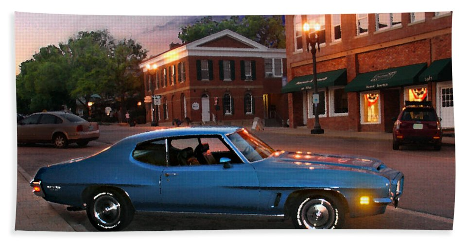 Landcape Hand Towel featuring the photograph Cruise Night In Liberty by Steve Karol