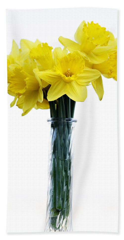Daffodil Hand Towel featuring the photograph Daffodil by Marilyn Hunt