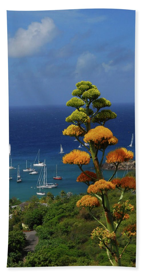 Caribbean Islands Hand Towel featuring the photograph Daggers Los by Gary Wonning