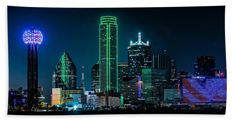 Dallas Hand Towel featuring the photograph Dallas Skyline by David Downs