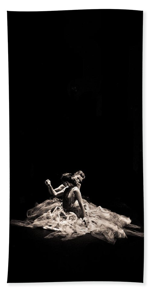 Dance Bath Towel featuring the photograph Dance Of Motion by Scott Sawyer