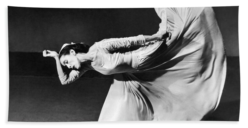 1 Person Bath Towel featuring the photograph Dancer Martha Graham by Underwood Archives