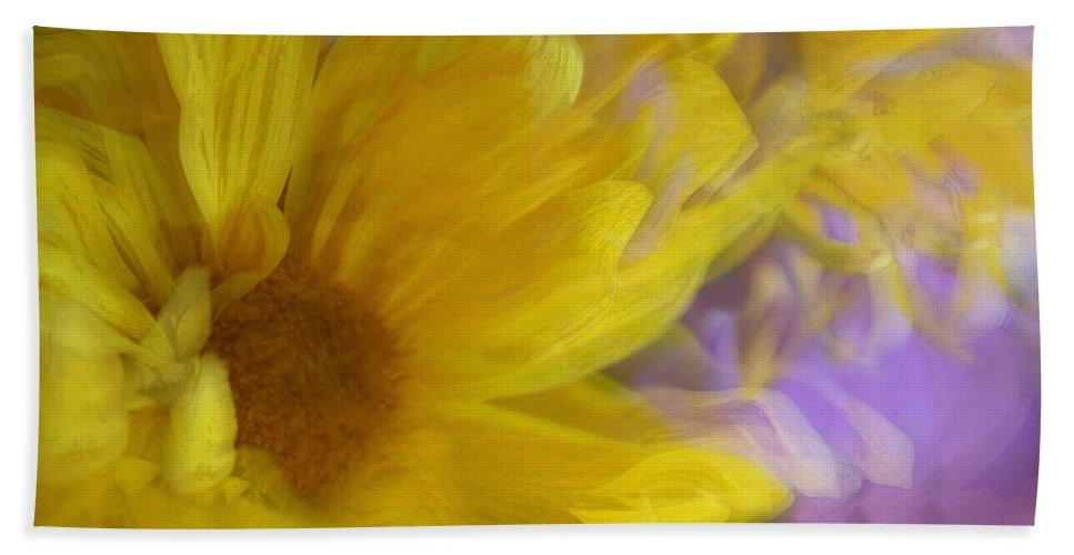Flowers Bath Towel featuring the photograph Dancing Daisy by Linda Sannuti
