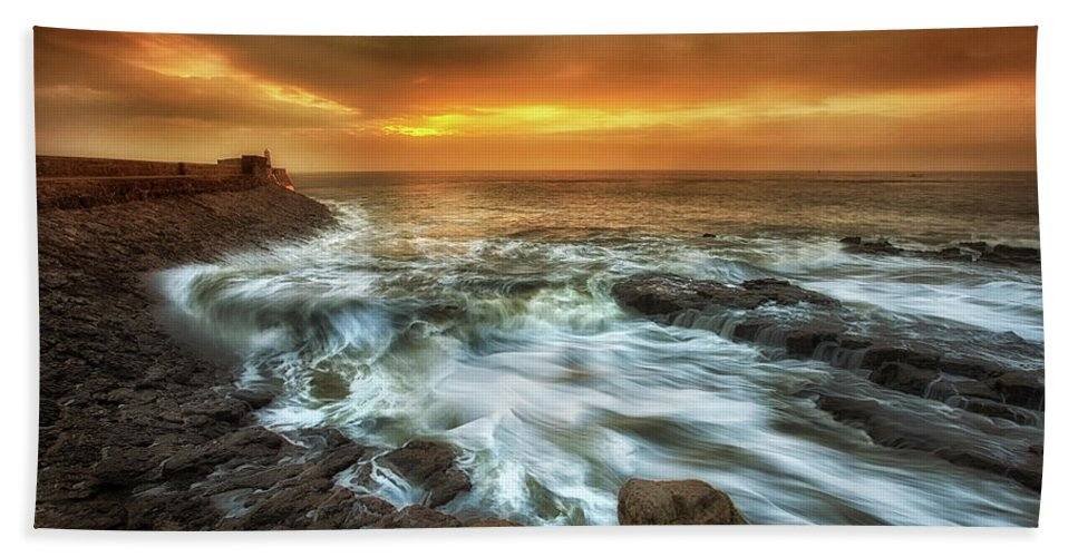 Sunrise Bath Sheet featuring the photograph Dawn At Porthcawl by Leighton Collins