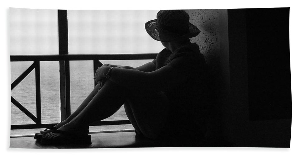 Black And White Hand Towel featuring the photograph Daydreaming by Robert Meanor