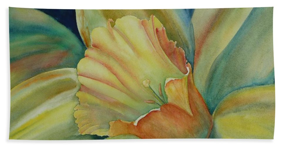 Flower Bath Towel featuring the painting Dazzling Daffodil by Ruth Kamenev