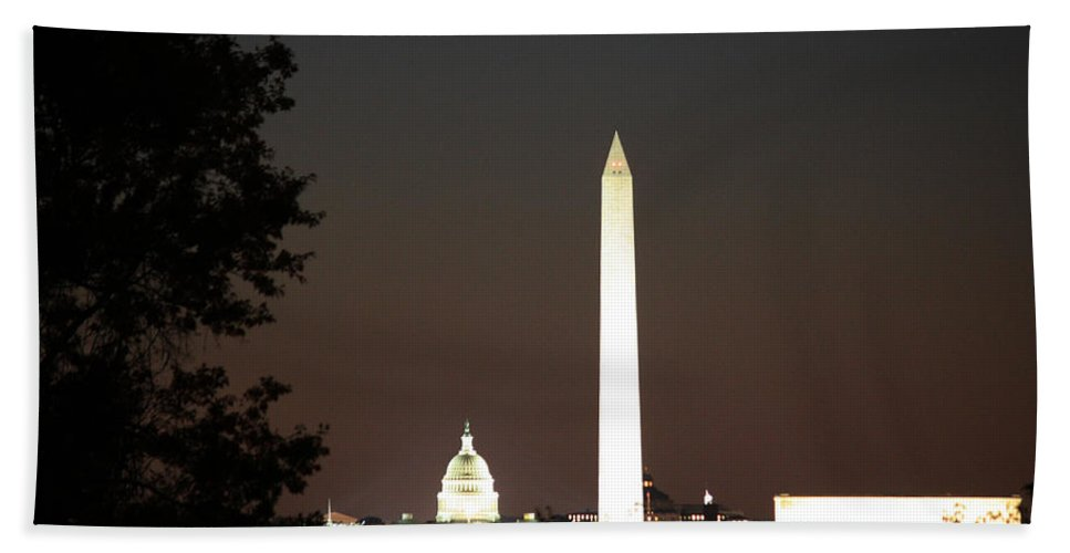 Us Hand Towel featuring the photograph Dc Monuments Triumvirate by Ronald Reid