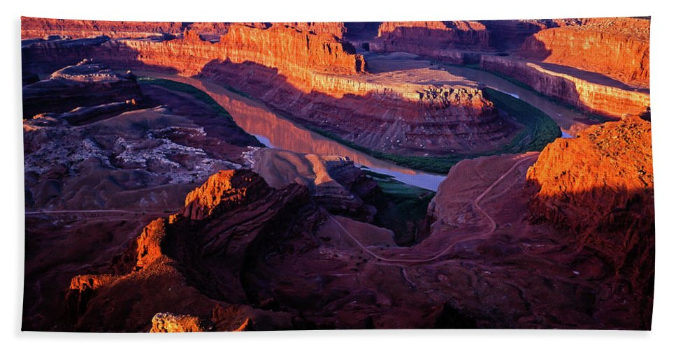 Colorado Plateau Hand Towel featuring the photograph Dead Horse Point Sunrise by Tracy Knauer