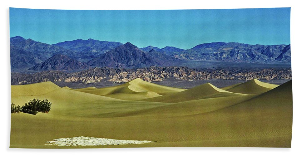North America Hand Towel featuring the photograph Death Valley by Juergen Weiss