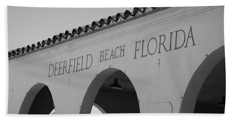 Black And White Hand Towel featuring the photograph Deerfield Beach Florida by Rob Hans