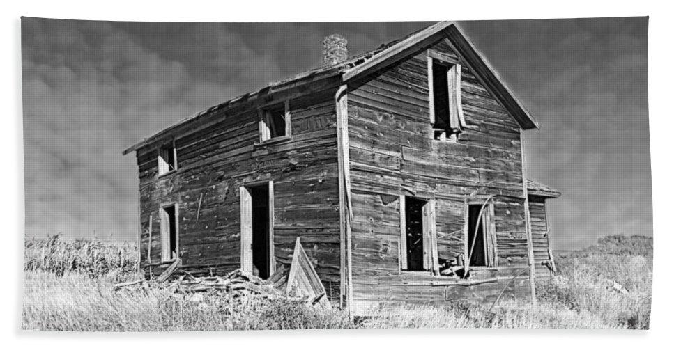 Deserted Home On The Range Hand Towel featuring the photograph Deserted Home On The Range by Kathy M Krause