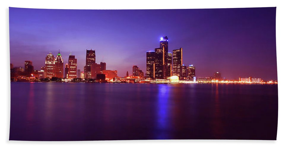 Detroit Hand Towel featuring the photograph Detroit Skyline 2 by Gordon Dean II