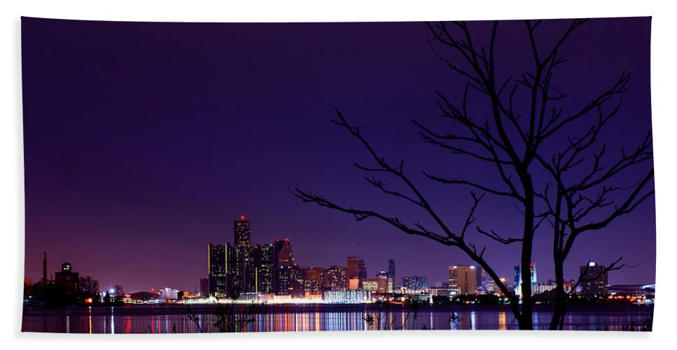 Detroit Bath Sheet featuring the photograph Detroit Skyline by Cale Best