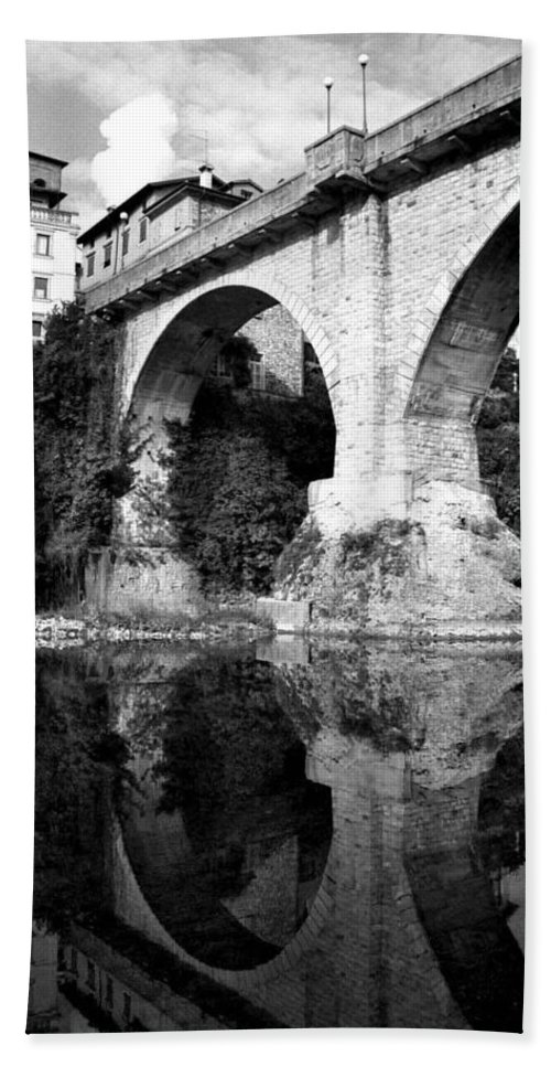 Italy Hand Towel featuring the photograph Devil's Bridge by Donna Corless