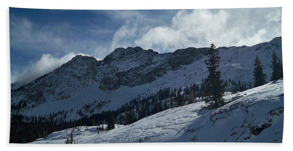 Ski Bath Towel featuring the photograph Devils Castle Morning Light by Michael Cuozzo