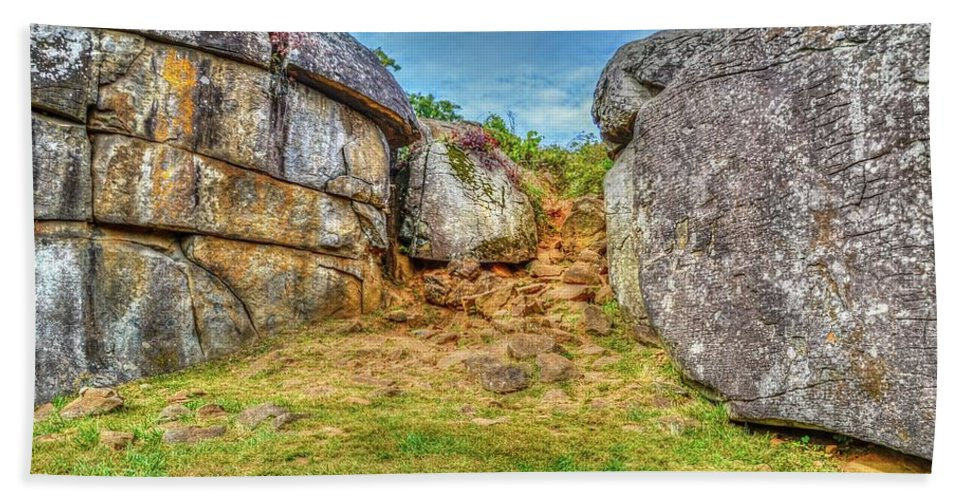 Gettysburg Hand Towel featuring the photograph Devils Den Gettysburg by Tommy Anderson