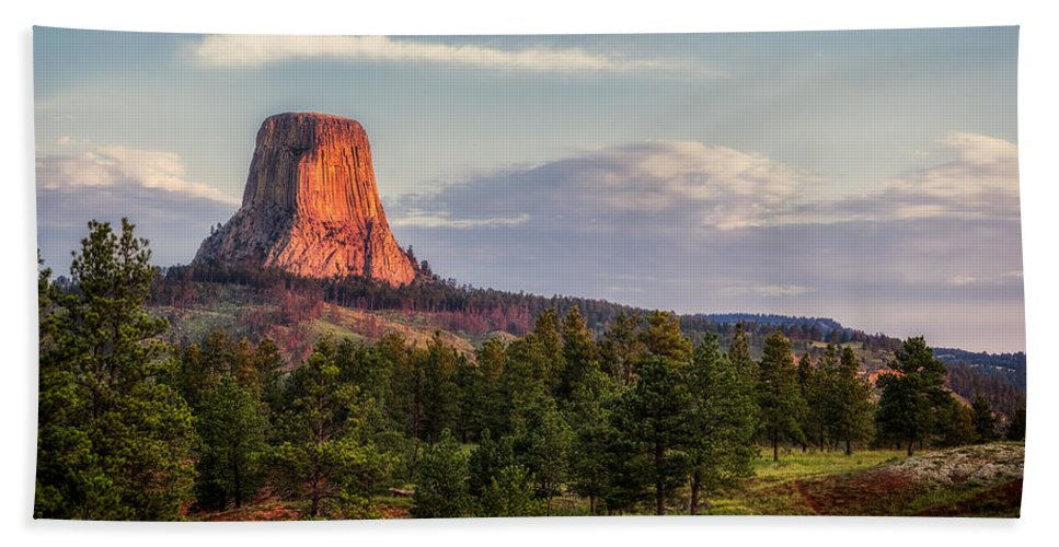 Devil's Tower Hand Towel featuring the photograph Devil's Tower Morning by Rikk Flohr