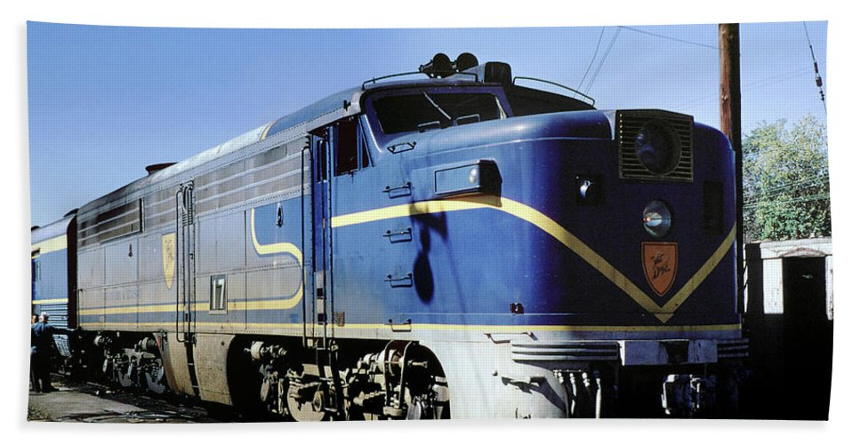 Alco Fa1 Power Hand Towel featuring the photograph Dh 17 Alco Pa4u, Delaware Hudson, Watervliet, Long Island, New by Photovault