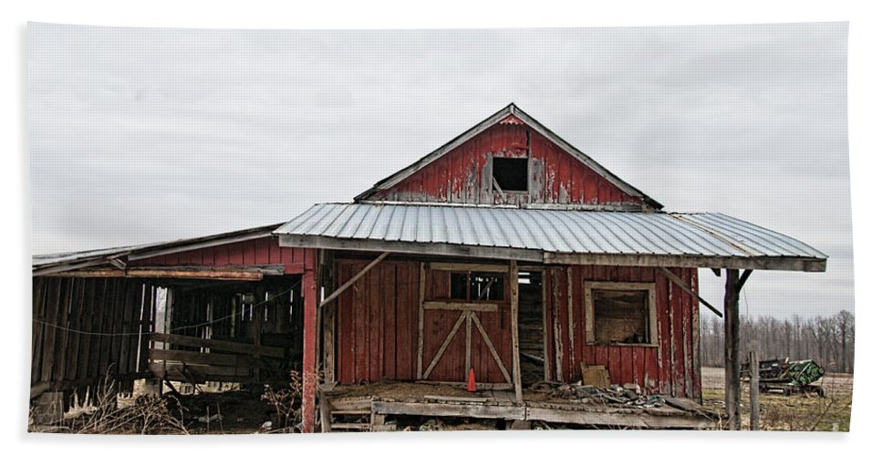Dilapidated Old Barn Hand Towel featuring the photograph Dilapidated Old Barn by David Arment