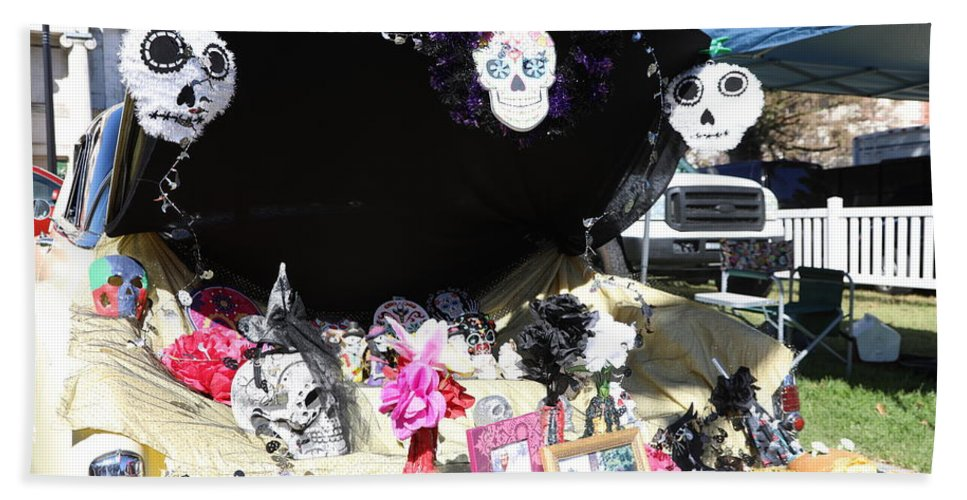 Dia De Los Muertos Hand Towel featuring the photograph Display Trunk Car Day Dead by Chuck Kuhn