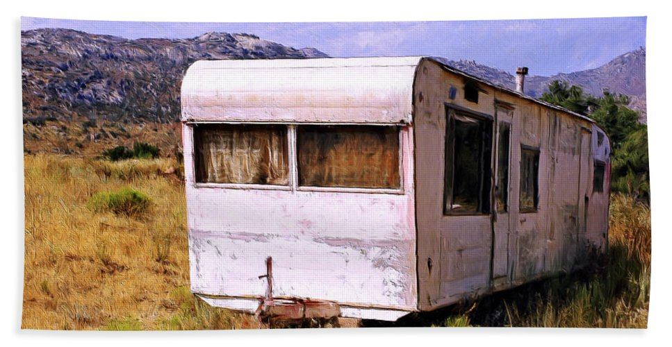 Dogpatch Hand Towel featuring the painting Dogpatch Trailer by Dominic Piperata