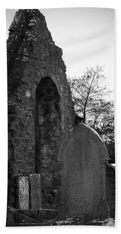 Irish Bath Towel featuring the photograph Donegal Abbey Ruins Donegal Ireland by Teresa Mucha