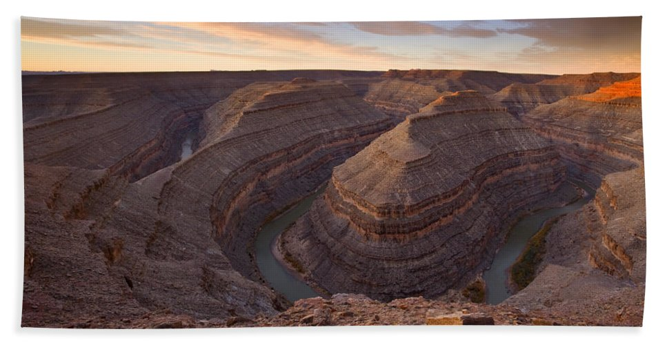 Goosenecks State Park Bath Towel featuring the photograph Doubleback by Mike Dawson