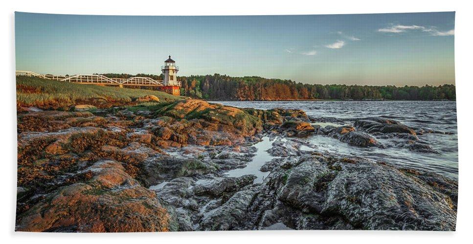Maine Lighthouse Coast Ocean Bath Bath Towel featuring the photograph Doubling at Dusk by David Hufstader