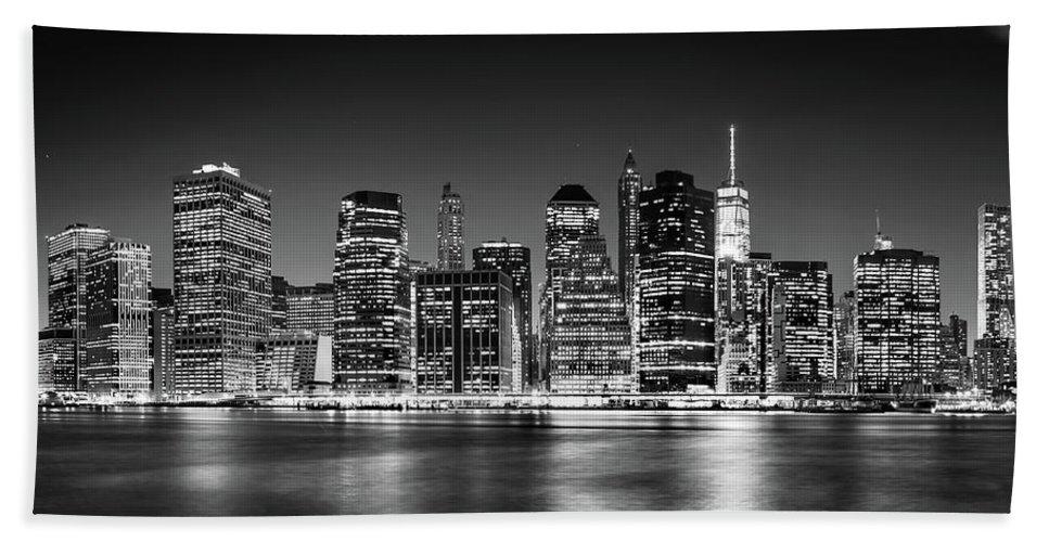 One World Trade Center Bath Towel featuring the photograph Downtown Manhattan Bw by Az Jackson