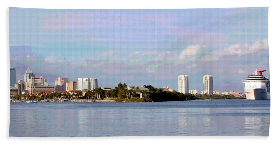 Tampa Bath Sheet featuring the photograph Downtown Tampa With Cruise Ship by Carol Groenen
