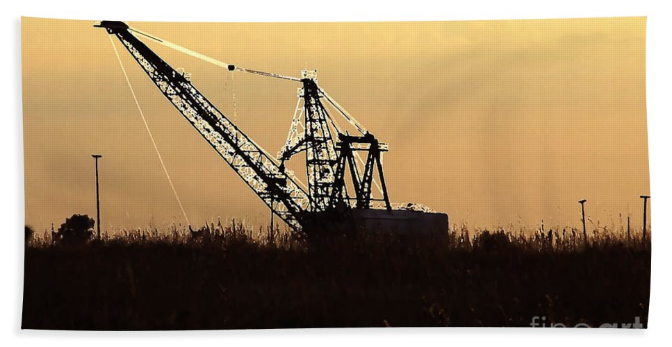 Drag Line Hand Towel featuring the photograph Drag Line by David Lee Thompson