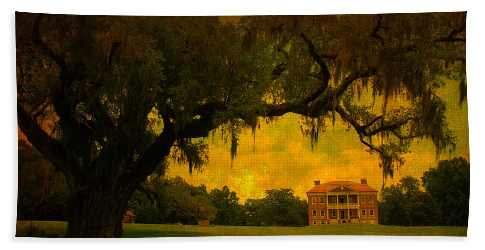 Plantation House Hand Towel featuring the photograph Drayton Hall Plantation In Charleston by Susanne Van Hulst