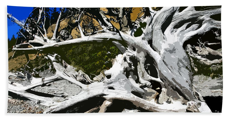 Drift Wood Bath Towel featuring the painting Drift Wood by David Lee Thompson