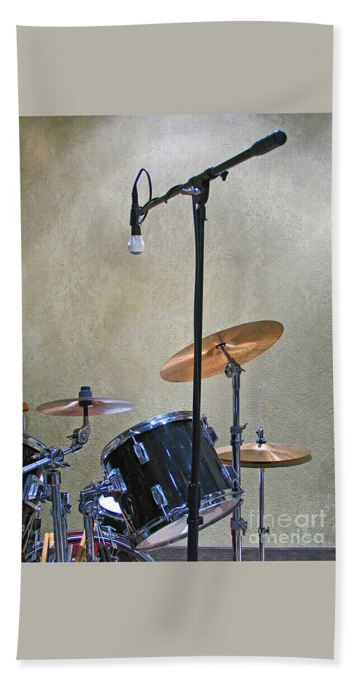 Music Bath Towel featuring the photograph Drummers Joy by Ann Horn