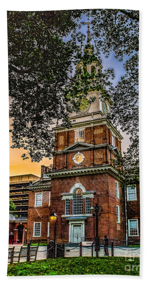 City Hand Towel featuring the photograph Dusk At Independence Hall by Nick Zelinsky