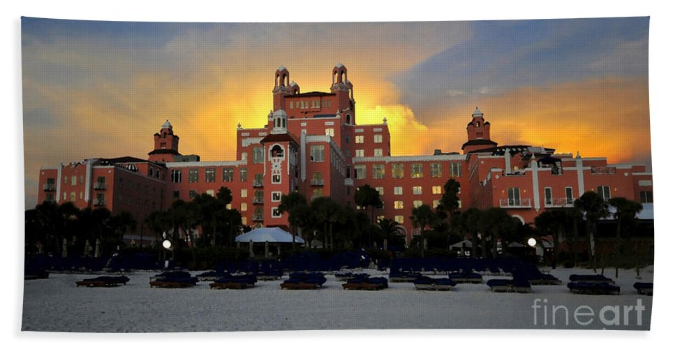 Don Cesar Hotel Florida Hand Towel featuring the painting Dusk Over Don by David Lee Thompson