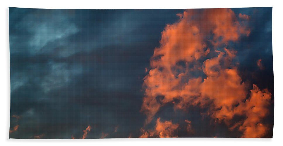 2d Hand Towel featuring the photograph Dynamic Sky by Brian Wallace
