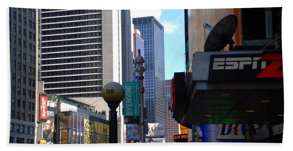 Food Bath Towel featuring the photograph E Food Taxi New York City by Rob Hans