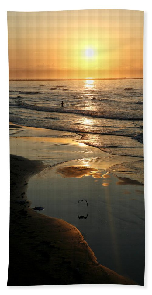 Water Bath Towel featuring the photograph Early Morning Fishing by Marilyn Hunt