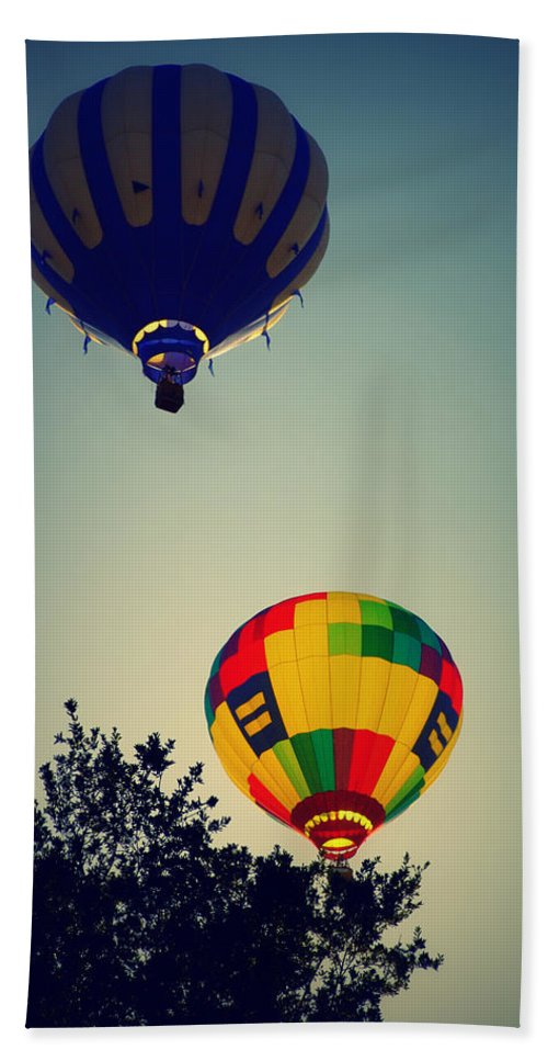 Hot Air Balloons Hand Towel featuring the photograph Early Risers by Glenn McCarthy Art and Photography