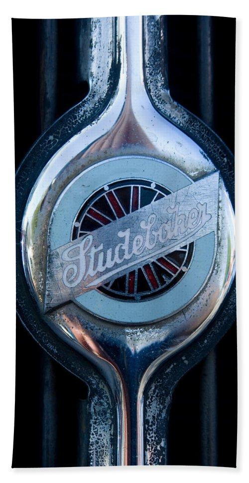 Early Studebaker Grill Emblem Hand Towel featuring the photograph Early Studebaker Grill Emblem by Robert VanDerWal