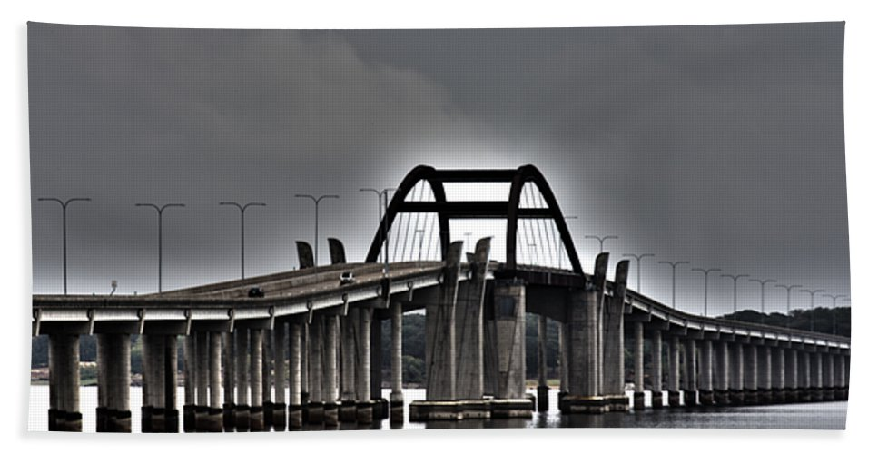 Lewisville Lake Toll Bridge Bath Sheet featuring the photograph East-west Connection by Douglas Barnard