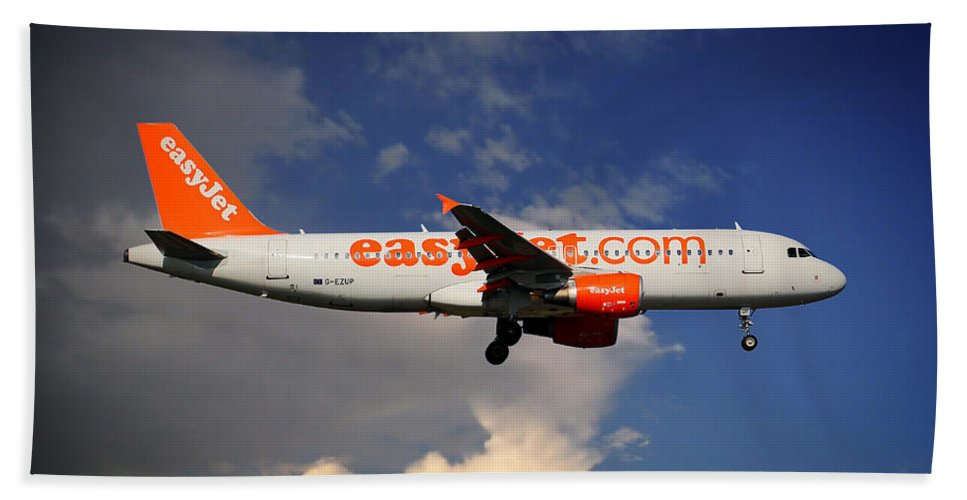 Easyjet Bath Towel featuring the photograph Easyjet Airbus A320-214 by Smart Aviation