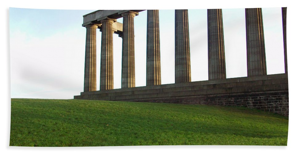 Scotland Hand Towel featuring the photograph Edinburgh - Caption Hill by Munir Alawi