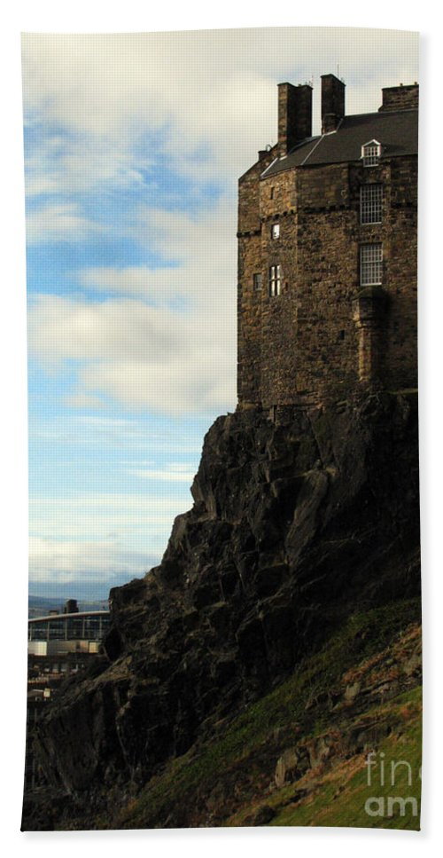Castle Hand Towel featuring the photograph Edinburgh Castle by Amanda Barcon