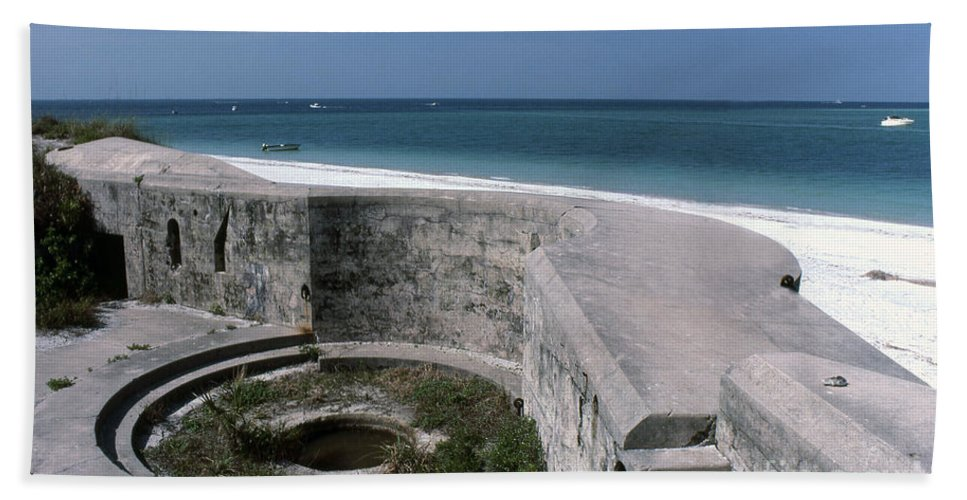 Beaches Bath Towel featuring the photograph Egmont Key by Richard Rizzo